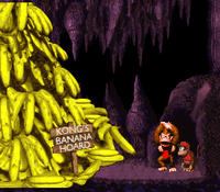 The Kongs celebrate their recovered Banana Hoard in the original (left) and the Game Boy Color version. (right)